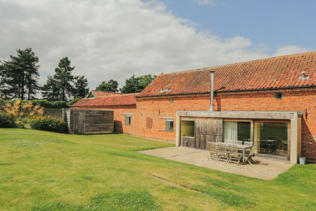 Hall Barn is an award-winning barn conversion and has been rated 5* by VisitEngland
