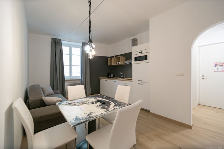 Nice apartment near the railstation for 3 people