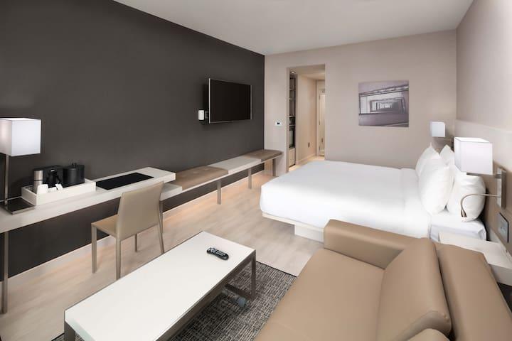 New, modern, upscale Hotel in El Segundo! RM 4