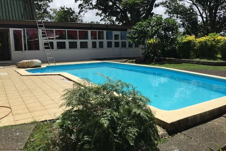 Private Water Front 3 Bedroom House - Hus
