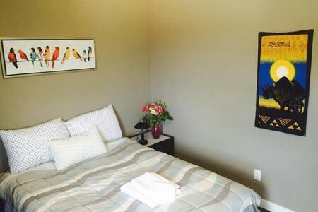 Private Room Hosted by Derek, Winnipeg, MB Canada - Winnipeg
