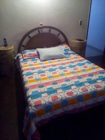 cómoda habitacion excelente sector - Medellín - ที่พักพร้อมอาหารเช้า