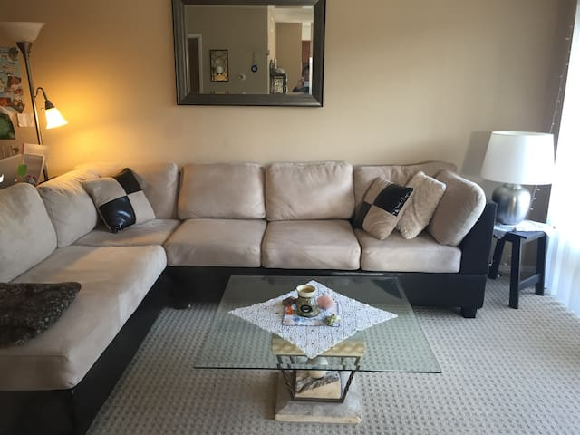 Excellent location, clean 1BR apt 4 the Holidays! - Los Angeles - Apartment