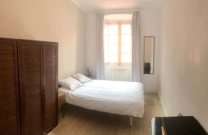 Bedroom 1 double bed in Bastia Market Place