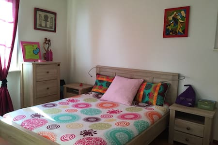 Charming room, Lakeview & 10min walk to train :) - Mont-sur-Rolle - Casa