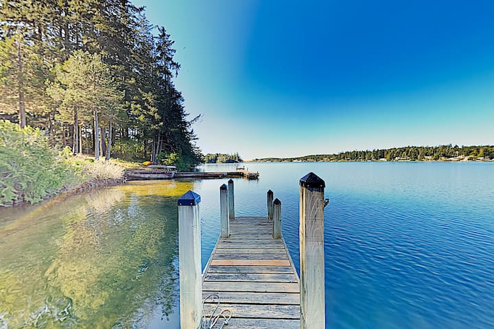 New Listing! Marty's Lakehouse w/ Boat Dock