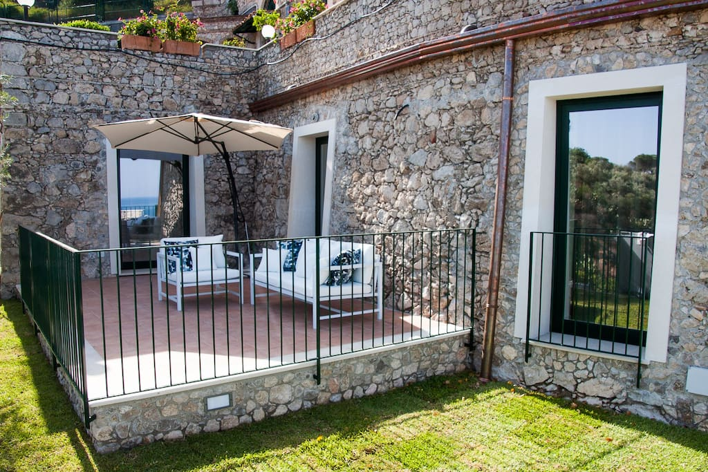 SPARVIERO APARTMENT TAORMINA Sea View Jacuzzi