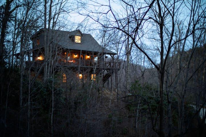 Asheville Area Luxury Mountain Home*Hot Tub* Views