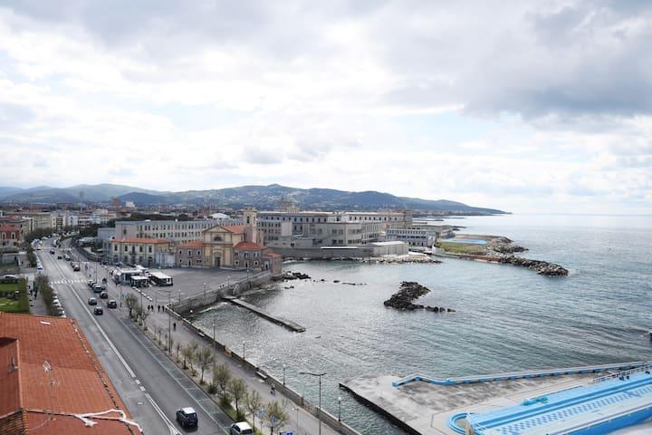 Lungomare: Camera con bagno zona Accademia Navale