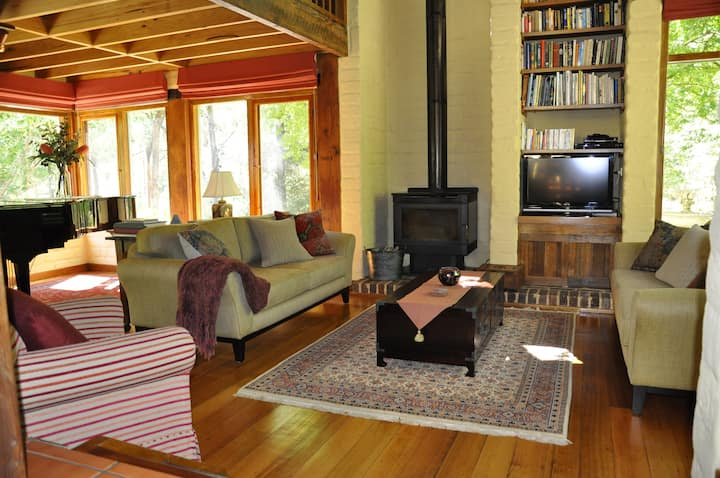 Coral Fern Retreat- Bush Paradise (free wifi)