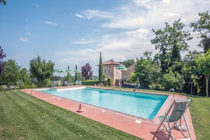 Scenic Apartment in Casole d'Elsa with Pool