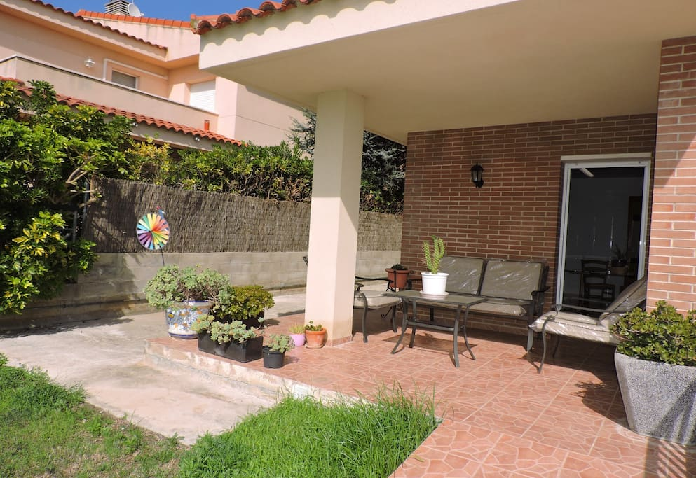 Living area of 250 m2 with additional 200 m2 of garden and terraces with lovely mountain and see views.
