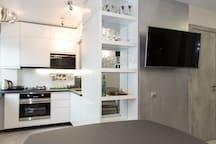 Гостиная_кухонная зона, оборудованная всем необходимым/ living room_kitchen