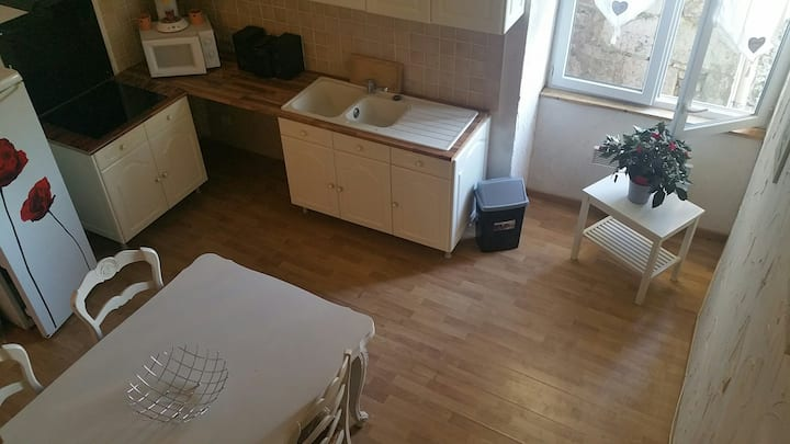 Appartement 100m2 au calme sur la place du village