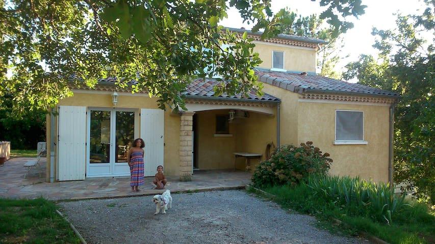 Maison familiale  confortable arborée avec piscine - Aubenas