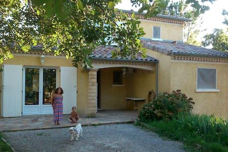 Maison familiale  confortable arborée avec piscine - Aubenas - Hus