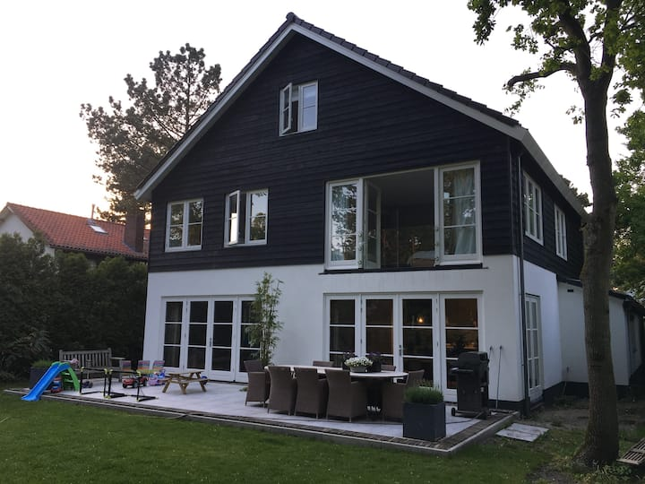 Luxurious villa in Zandvoort, close to beach