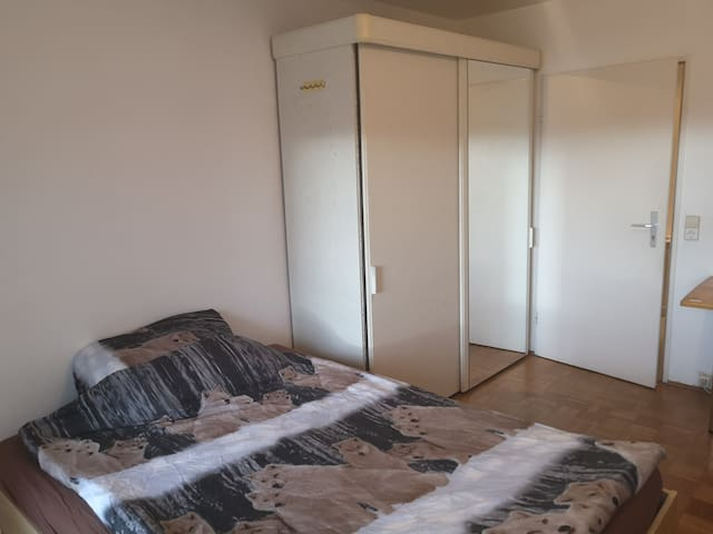 Zimmer mit Balkon in der Nähe ZKM