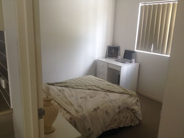 Clean and quite - Caboolture - Departamento