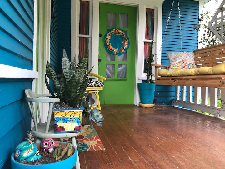 Colorful Downtown Bungalow on Route 66