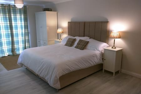 Private Room with En-suite on Working Farm - Glenfarg