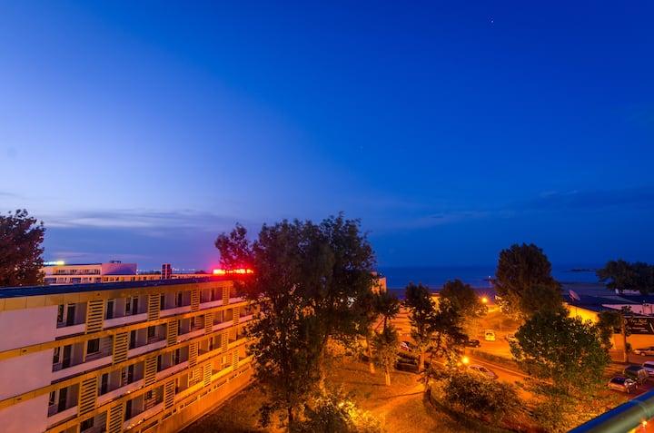 Mamaia Beach Apartment-pool-sea view-wifi-Netflix