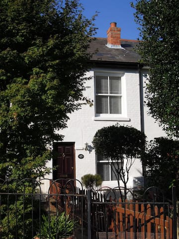 Pretty Victorian cottage 15mins walk from seafront