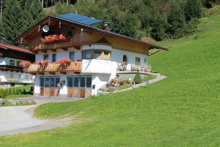 Ferienwohnung nähe Schigebiet der Zillertal Arena