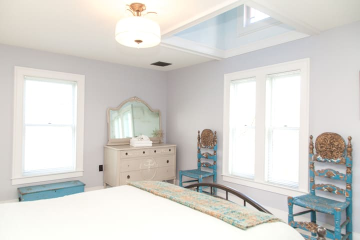 Bedroom 4 with Queen