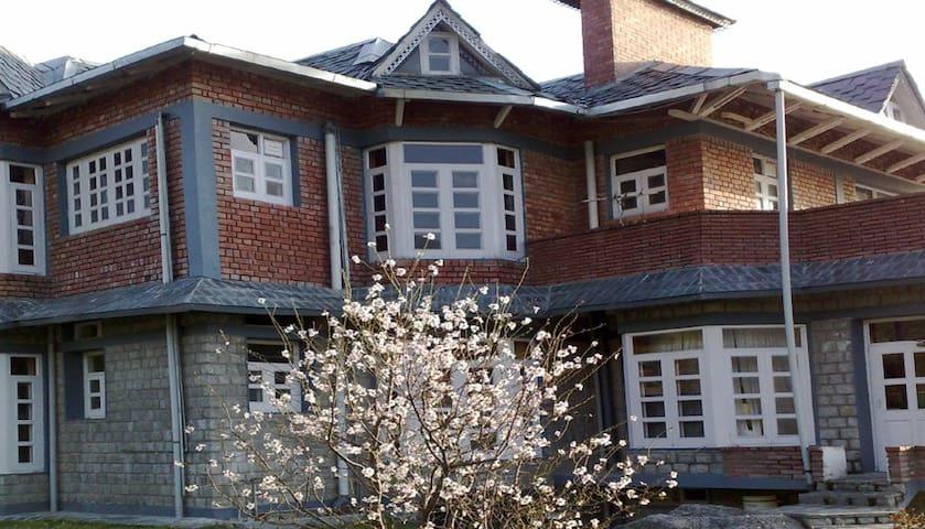 Peach room at country homestay in Dharamshala - Dharamshala - Villa