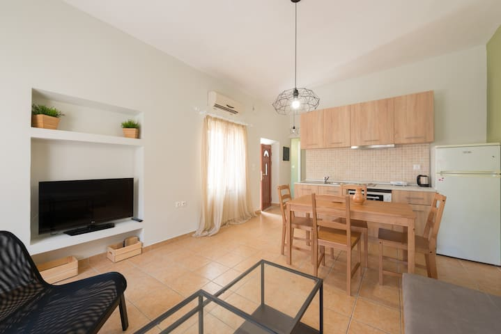 New Town Apt, TERRACE, 3min from SEA, Wi-Fi, AC - Rodes - Pis