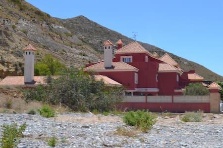 casa en la montaña junto al campo de golf y el mar - Vícar - Hus