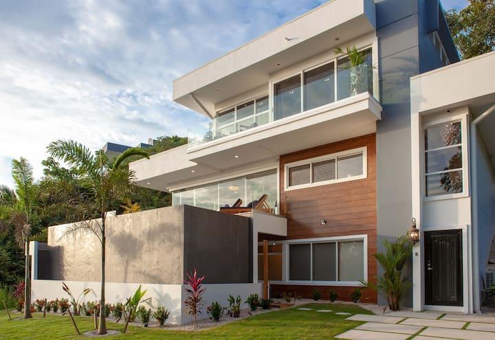 Casa La Jolla - 1st House on Las Huacas Road