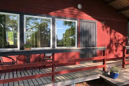 Lantlig stuga sjönära, 4 sängplatser