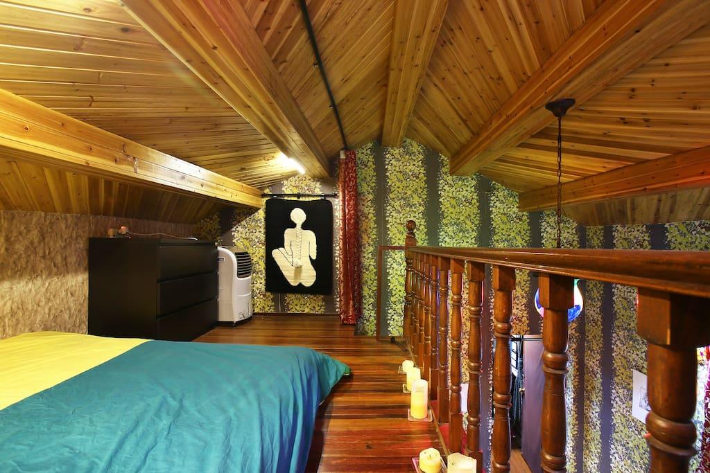 Attic Bedroom 阁楼卧室