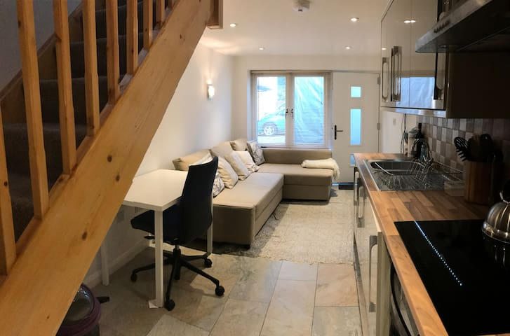 Commuter Crash Pad - self contained Annexe