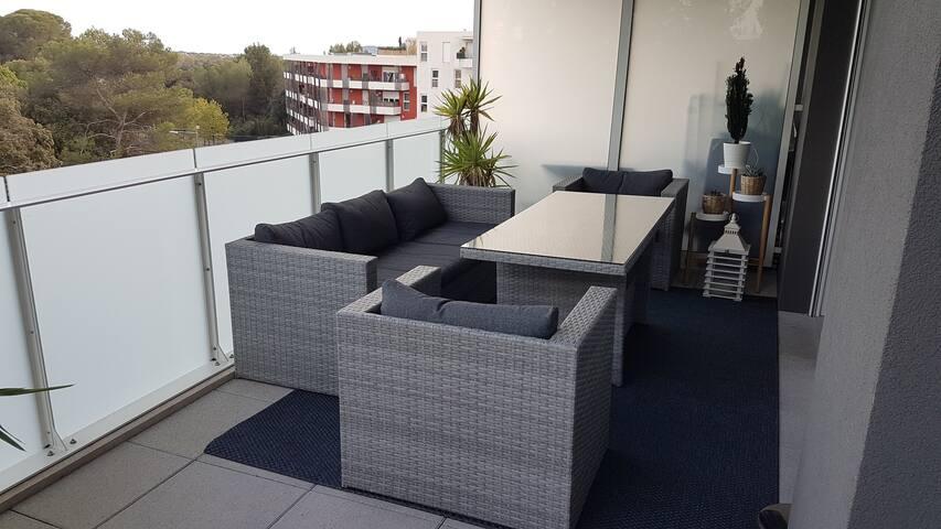 Appartement avec grand balcon et vue dégagée