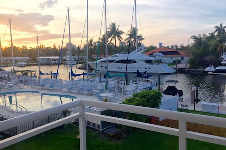 Private Waterfront 1 Bedroom Condo w/Balcony - Fort Lauderdale - Wohnung