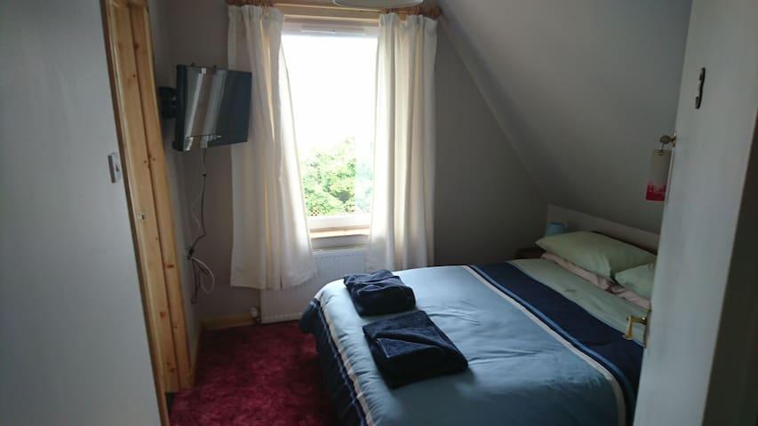 No 9 Stormyhill room 3