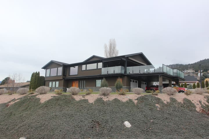 Large Executive home in Okanagan, British Columbia
