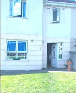 A lovely double bedroom for rent, - Enniscorthy - Hus