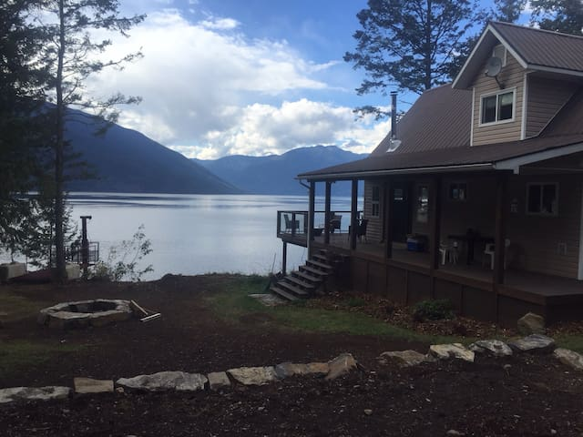 Life is Better on Kootenay Lake! - Gray Creek - Huis