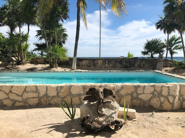 Copal 4. Beach/pool front double room