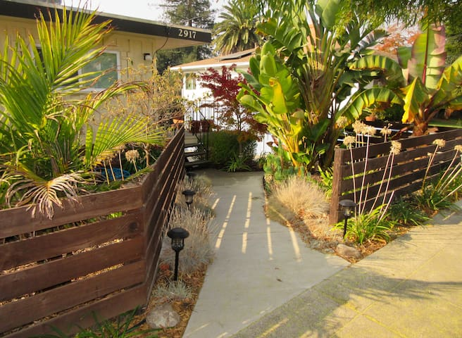 2 bd. Professionally cleaned Oakland apt. 50% off