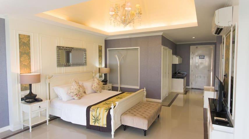 The Par Suite 80 Sq.m. - Room only