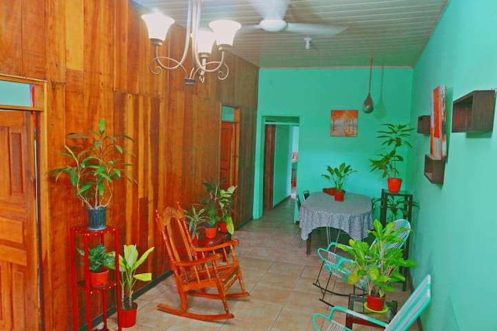 House Close to Liberia Airport with Green Backyard
