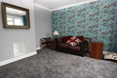 Lovely spacious and cosy room - Crawley - House