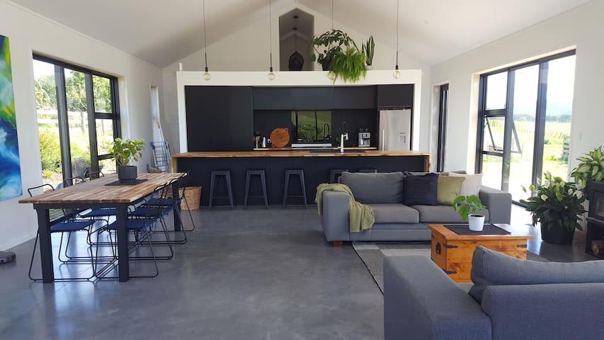 Relaxed modern retreat