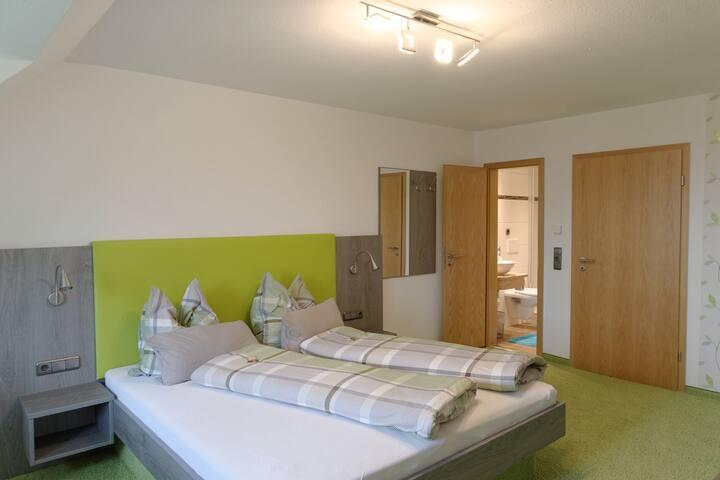 Gästehaus Ainser, (Hagnau am Bodensee), Doppelzimmer Komfort ll ohne Balkon
