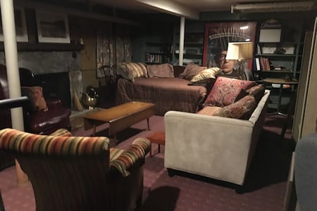 Family room 20 x 30 with fireplace - Watertown - Huis